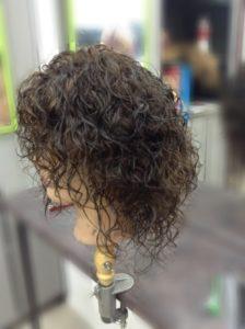 уложить парик
